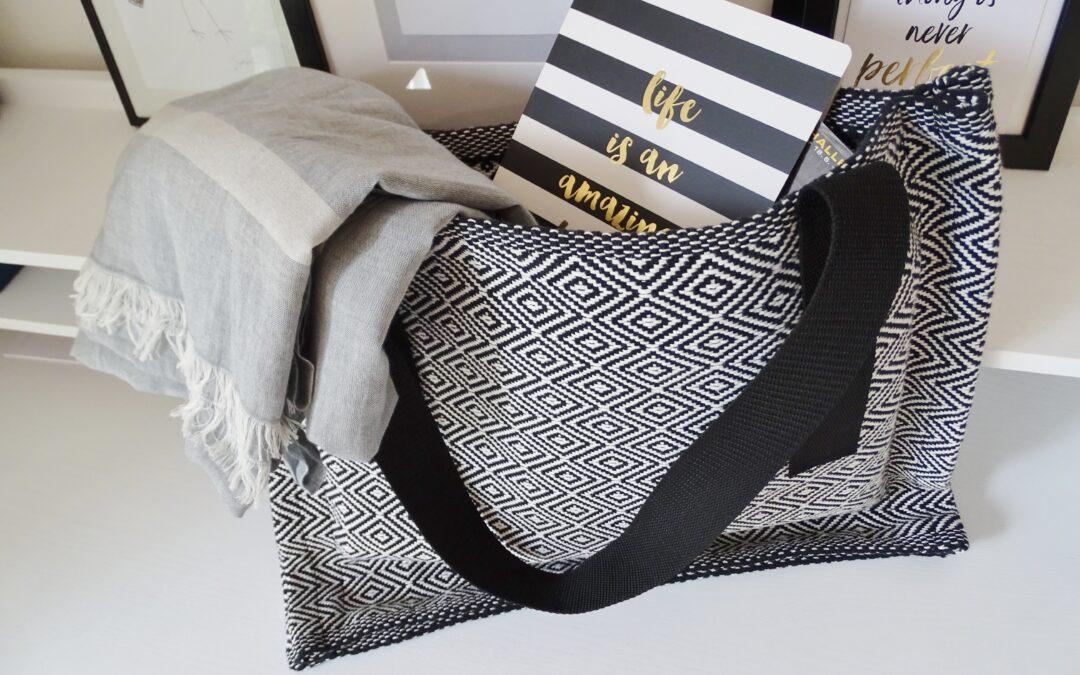 Boho-Tasche in schwarz-weiß. Effektvoll und rasch genäht.